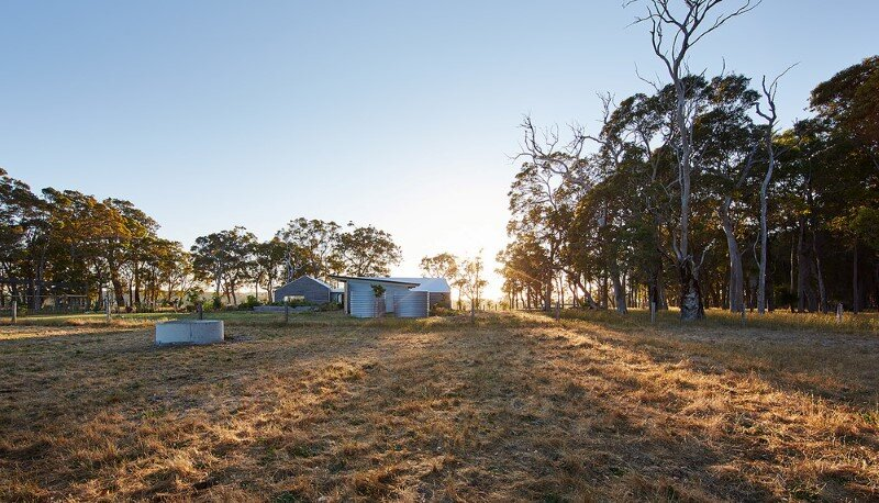 Modern Australian Farm House with Passive Solar Design (3)