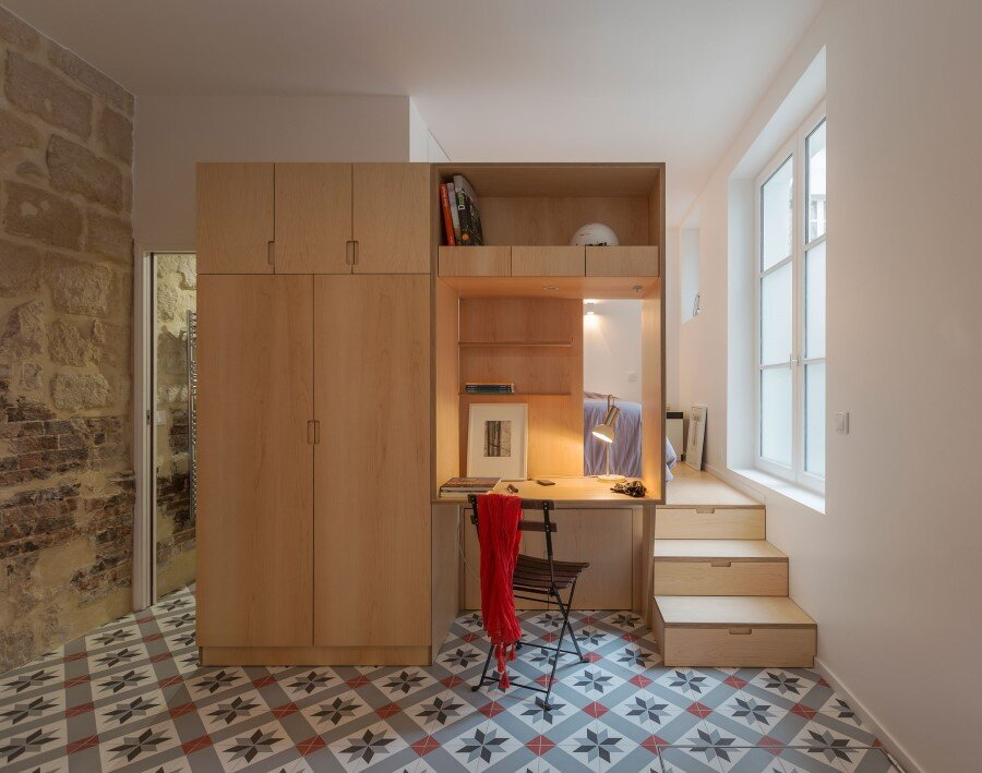 One-Room Flat in a Mid-Seventeenth Century Mansion Townhouse