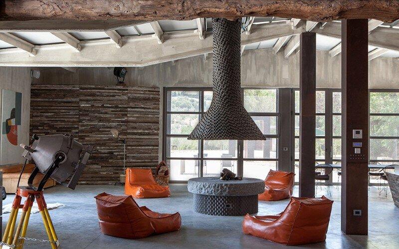 art hangar modern loft built in the middle of tuscan countryside. Black Bedroom Furniture Sets. Home Design Ideas