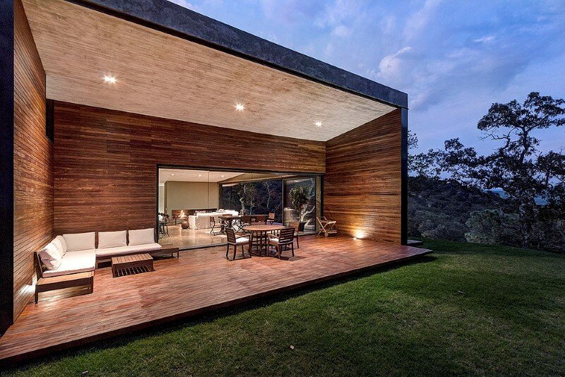 Weekend Retreat on the Edge of a Mountain