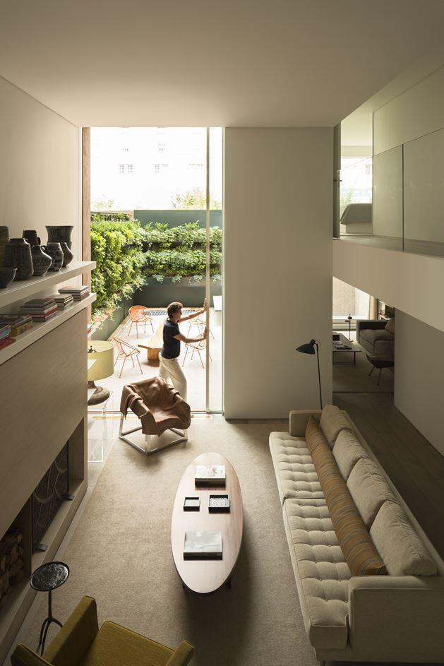 Ground Floor Apartment Turned into a House in the Middle of Manhattan (21)