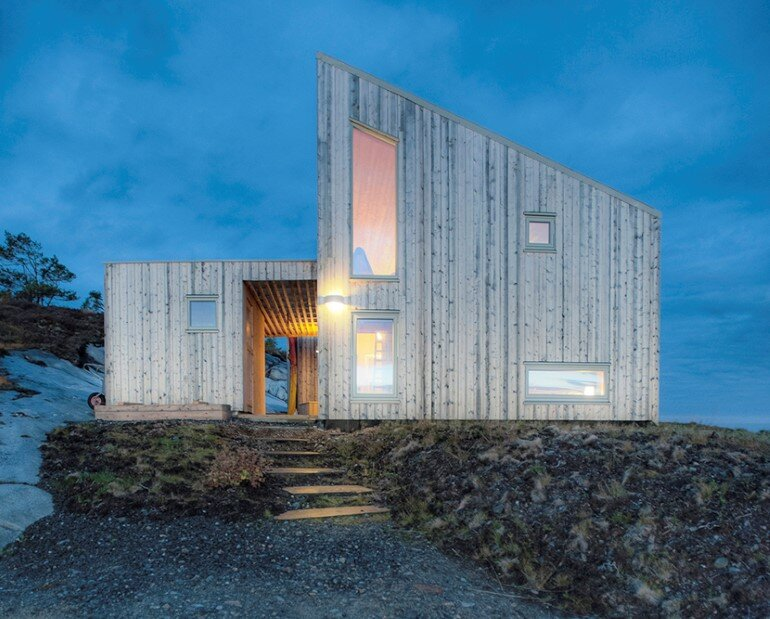 Studwork House with Beamed Ceilings – Skardsøya Cabin