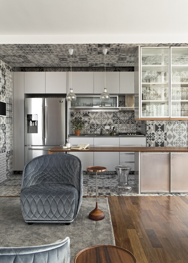 This Apartment Has a Kitchen Area Fully Clad with Porcelain Tiles (3)