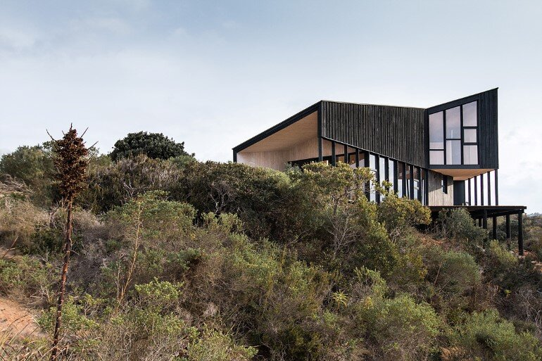 Wooden Beach House Integrated in a Spectacular Coastal Landscape
