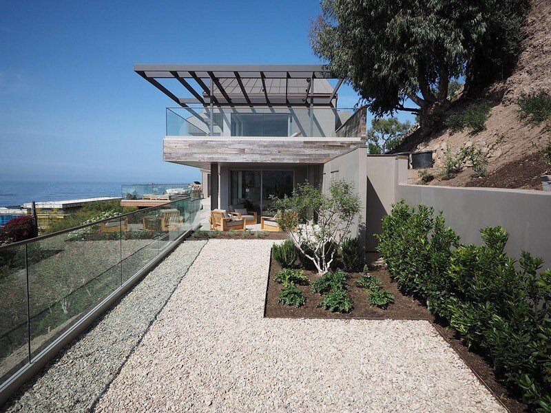 Kern Residence – Seaside Retreat by Modal Design