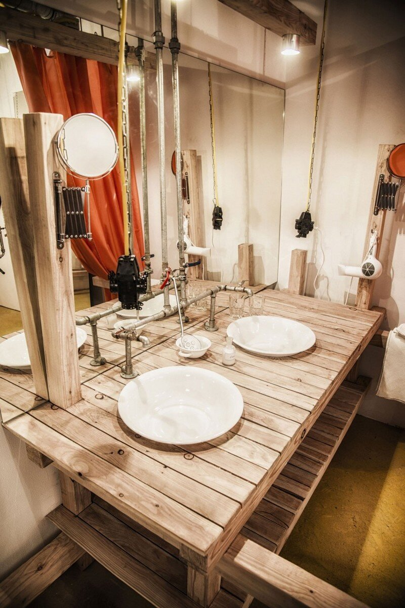 Viennese Guest Room - Raw Feel and Old Industrial Charm (15)