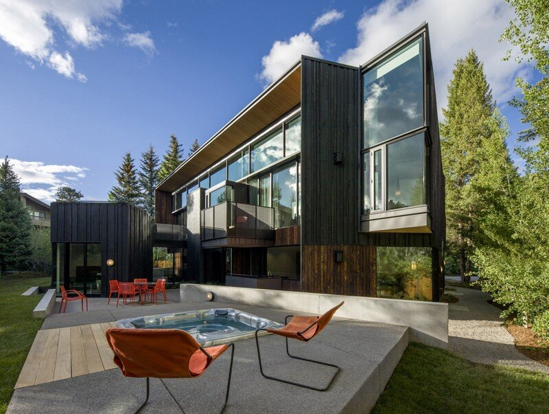 Blackbird House: Urban Mountain Retreat by Will Bruder Architects