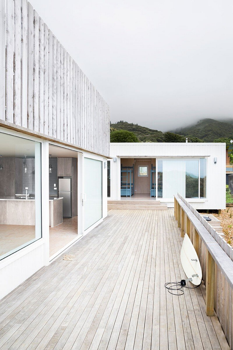 Crowsnest was Designed as a Home for Surfers Red Architecture (3)