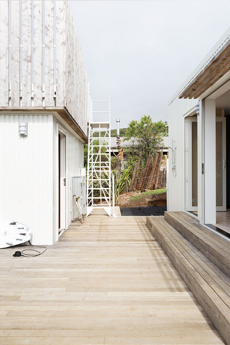 Crowsnest was Designed as a Home for Surfers Red Architecture (5)