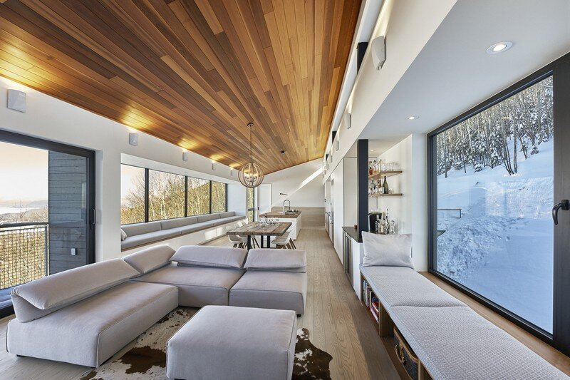 Laurentian Ski Chalet - Weekend Retreat Located on the Steep Slope of a Former Ski Hill (4)