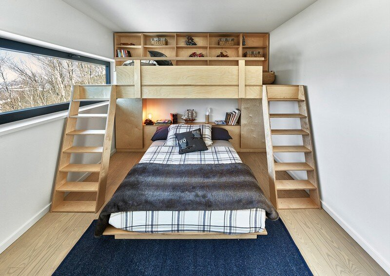 kids bedroom, Weekend Retreat Located on the Steep Slope of a Former Ski Hill (9)