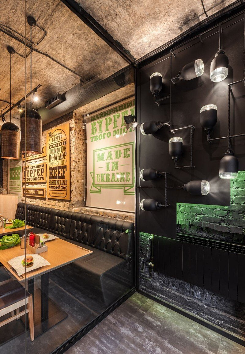 Star Burger - Classic American Bar Atmosphere in the Center of Kyiv 4