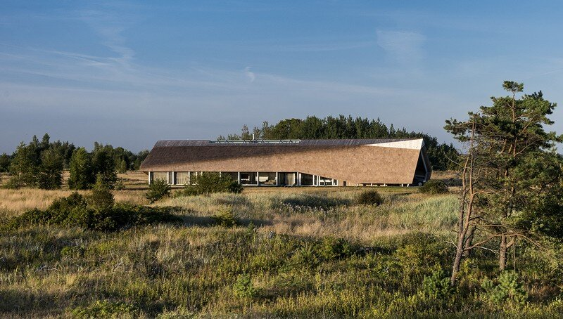 Sharp Linear Structure with a Facade of Straw