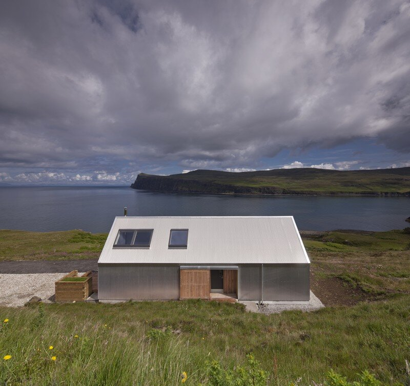 Tinhouse: Rural House on the Isle of Skye / Scotland