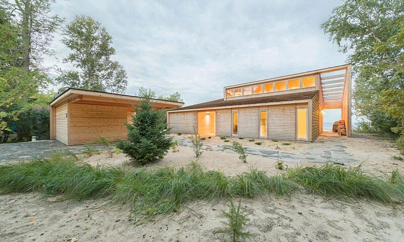 Wooden Beach Cottage by Cibinel Architecture