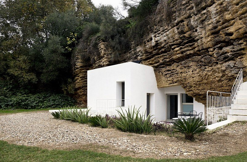 Cave House in Cordoba, Spain / UMMO Estudio