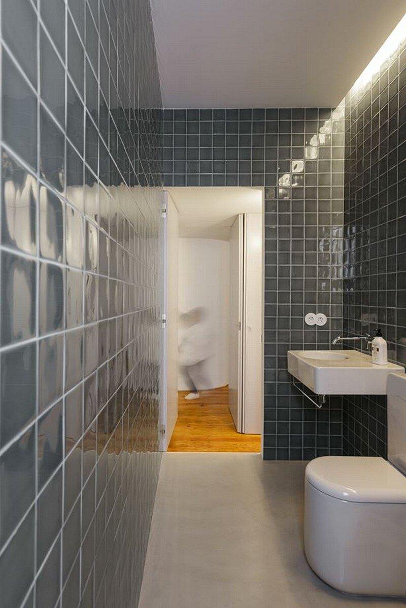 bathroom, Arriba