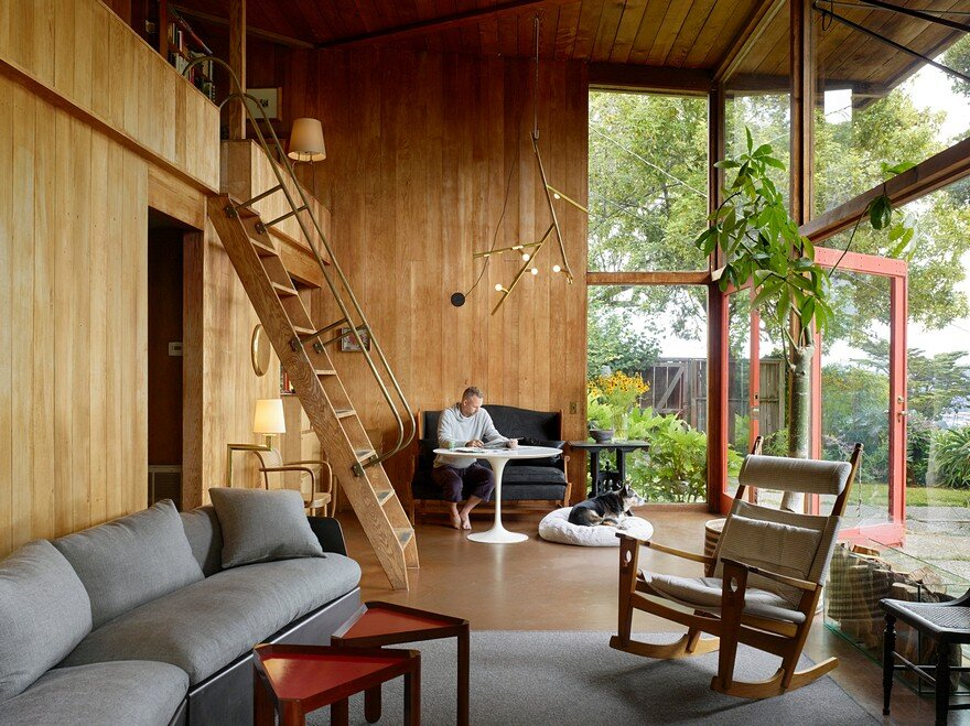 A Mill Valley House Made of Red Cedar and Glass 1
