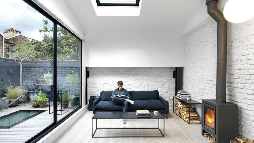 Black & White London Mews House / Threefold Architects