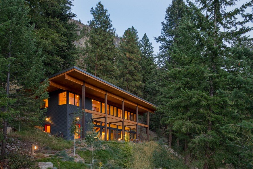 Chechaquo Cabin: Natural Modern Mountain Cabin Design