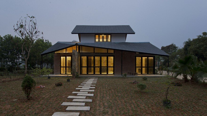 Folded Roof House - Toob Studio