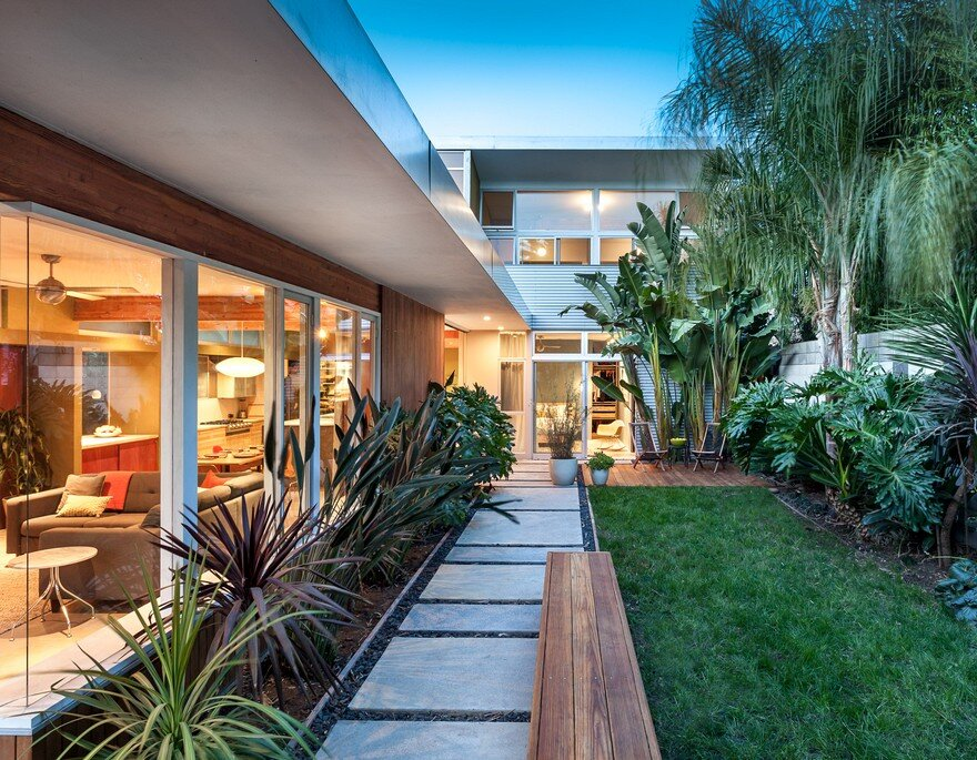 Burnett Way Residence by Serrao Design 1