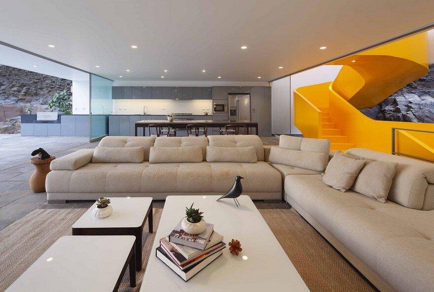 Lapa House in Lima by Martin Dulanto Arquitecto 9