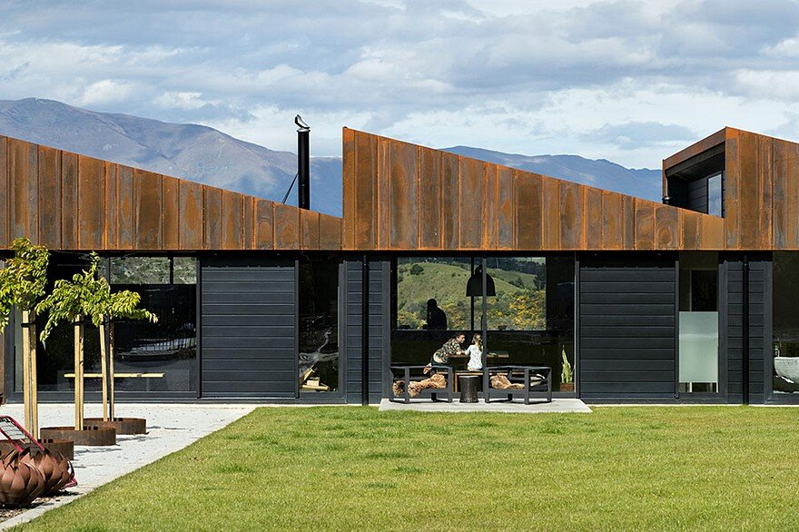 Sawtooth House Overlooking the Shotover River, New Zealand