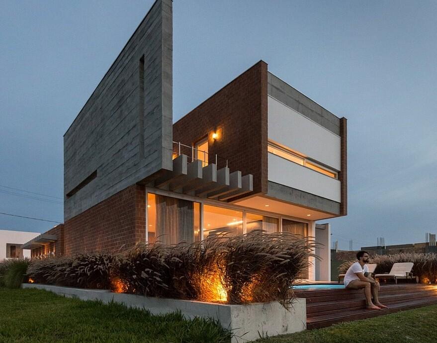 Brazilian Beach House Renovated by Urban Ode Arquitetura e Urbanismo