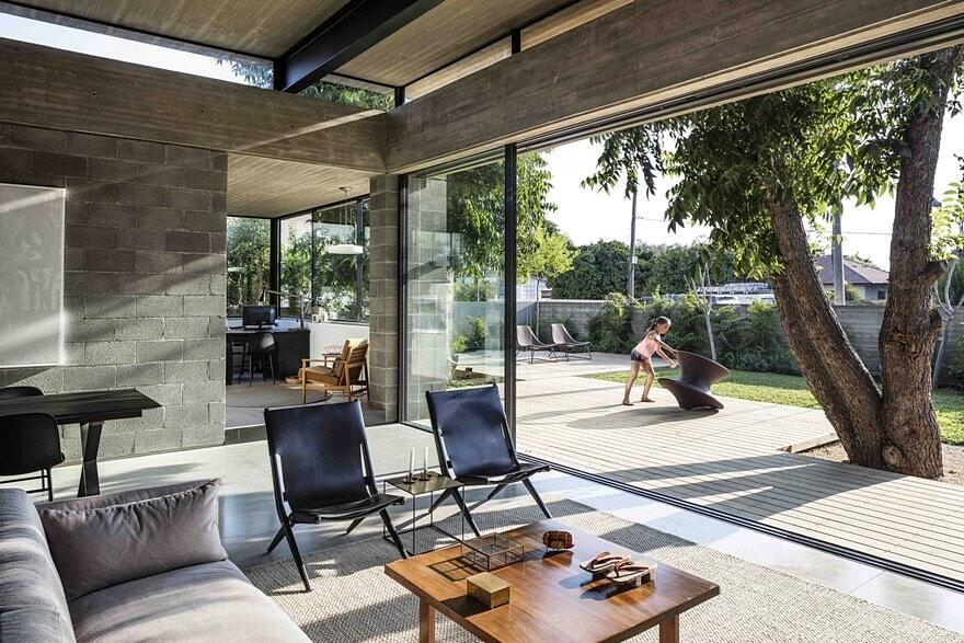 Raw Concrete and Black-Painted Metal Give Industrial Feeling to Jacobs-Yaniv House 2