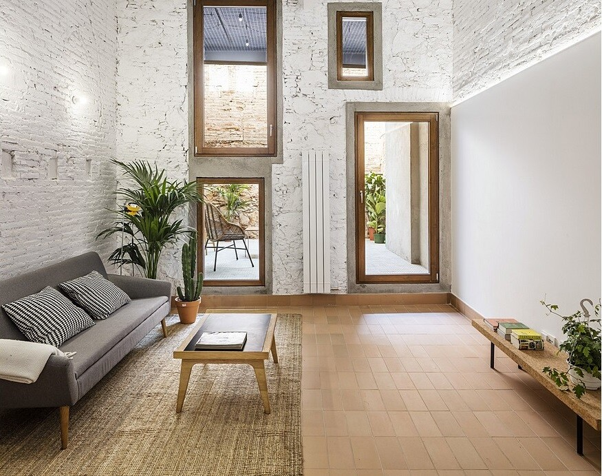 Traditional-Style-House-Transformed-into-a-Modern-Home-in-Barcelona