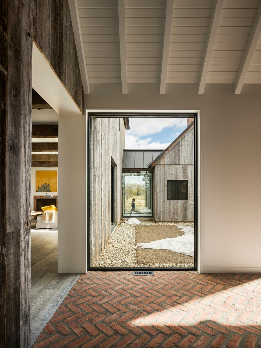 This Barn-Inspired Home Expresses Typical Farmhouse Elements in New Ways 4