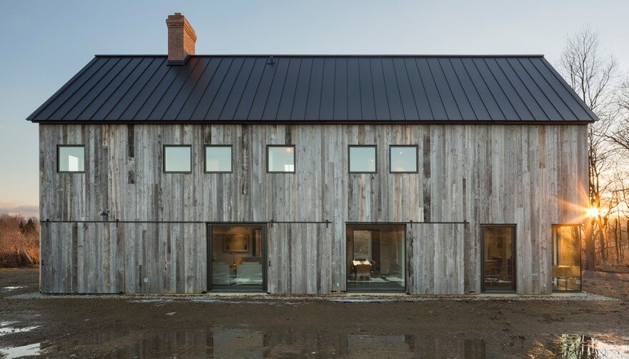 This Barn-Inspired Home Expresses Typical Farmhouse Elements in New Ways 12