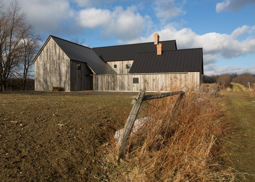 This Barn-Inspired Home Expresses Typical Farmhouse Elements in New Ways 13