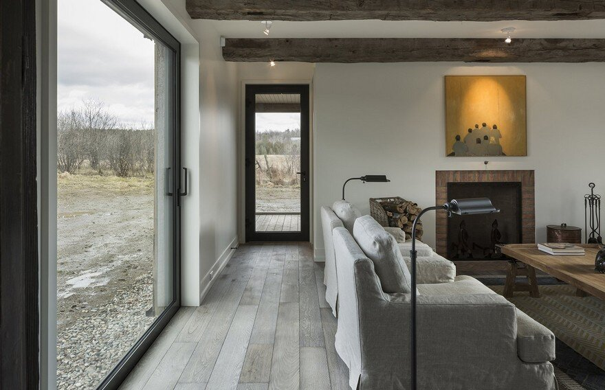 This Barn-Inspired Home Expresses Typical Farmhouse Elements in New Ways 2