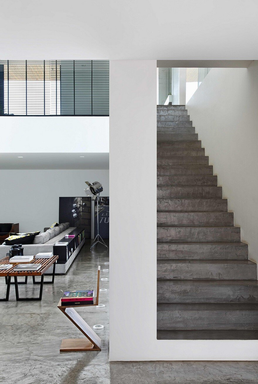This Cubist House Connects the Expressiveness of Geometric Forms with the Beauty of the Eclectic Interiors 10