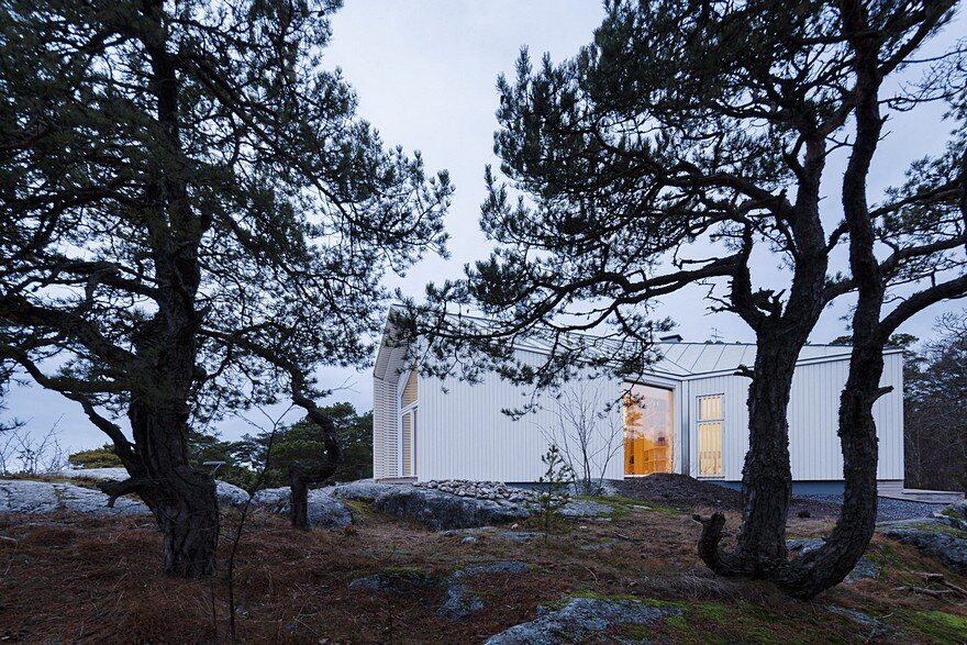 Finnish House Designed to Fit the Natural Shape of a Rock