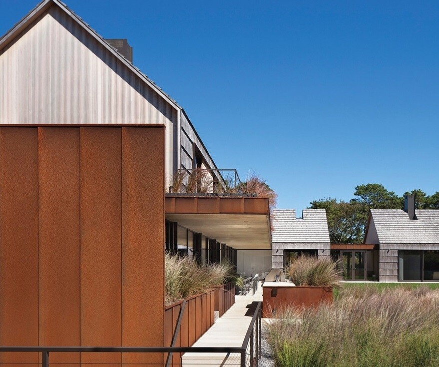 This Hamptons House Features Warm, Earthy Tones and a Modern Interiors