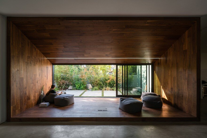 HideOut House Features a Minimalist Aesthetics that Highlights Various Artworks 14