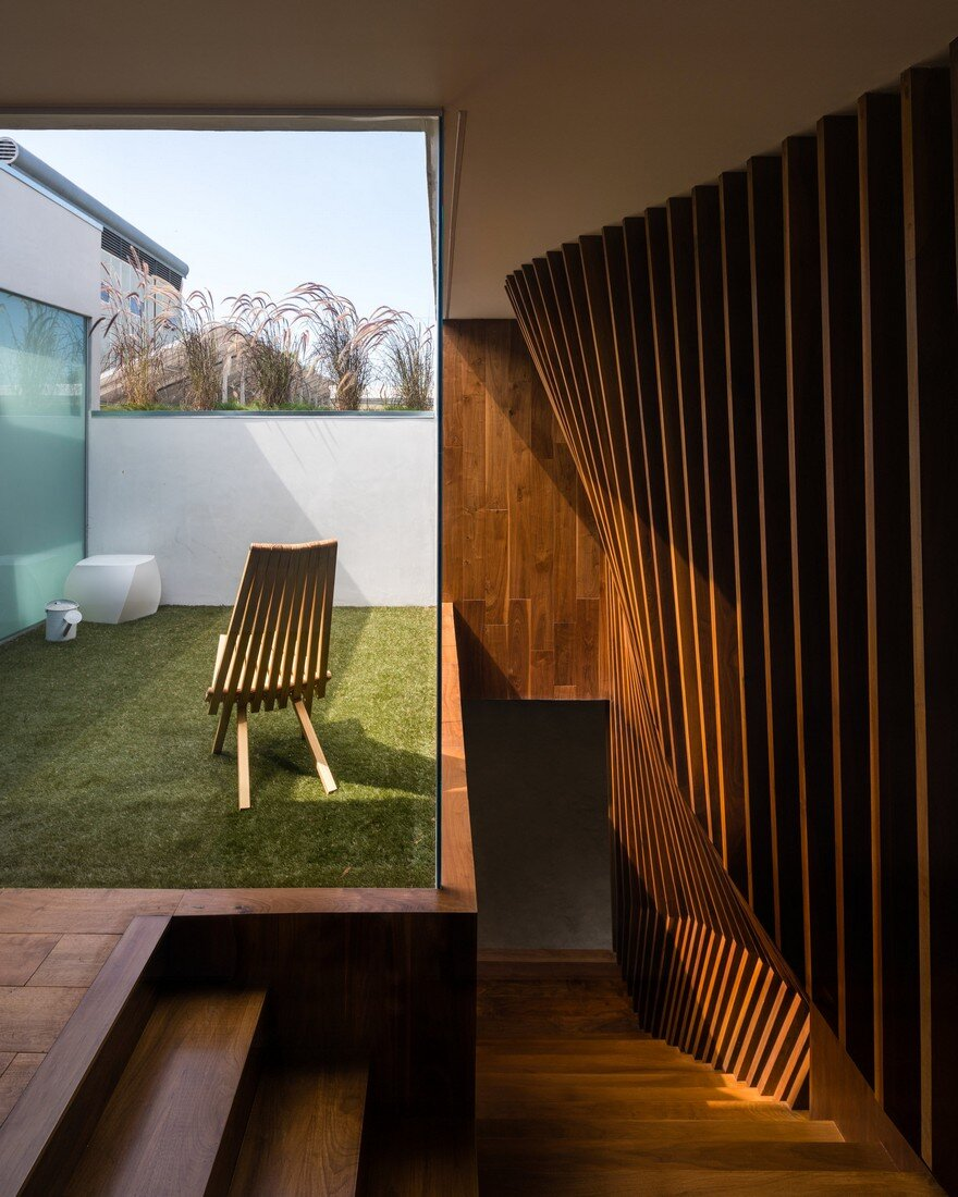 HideOut House Features a Minimalist Aesthetics that Highlights Various Artworks 11