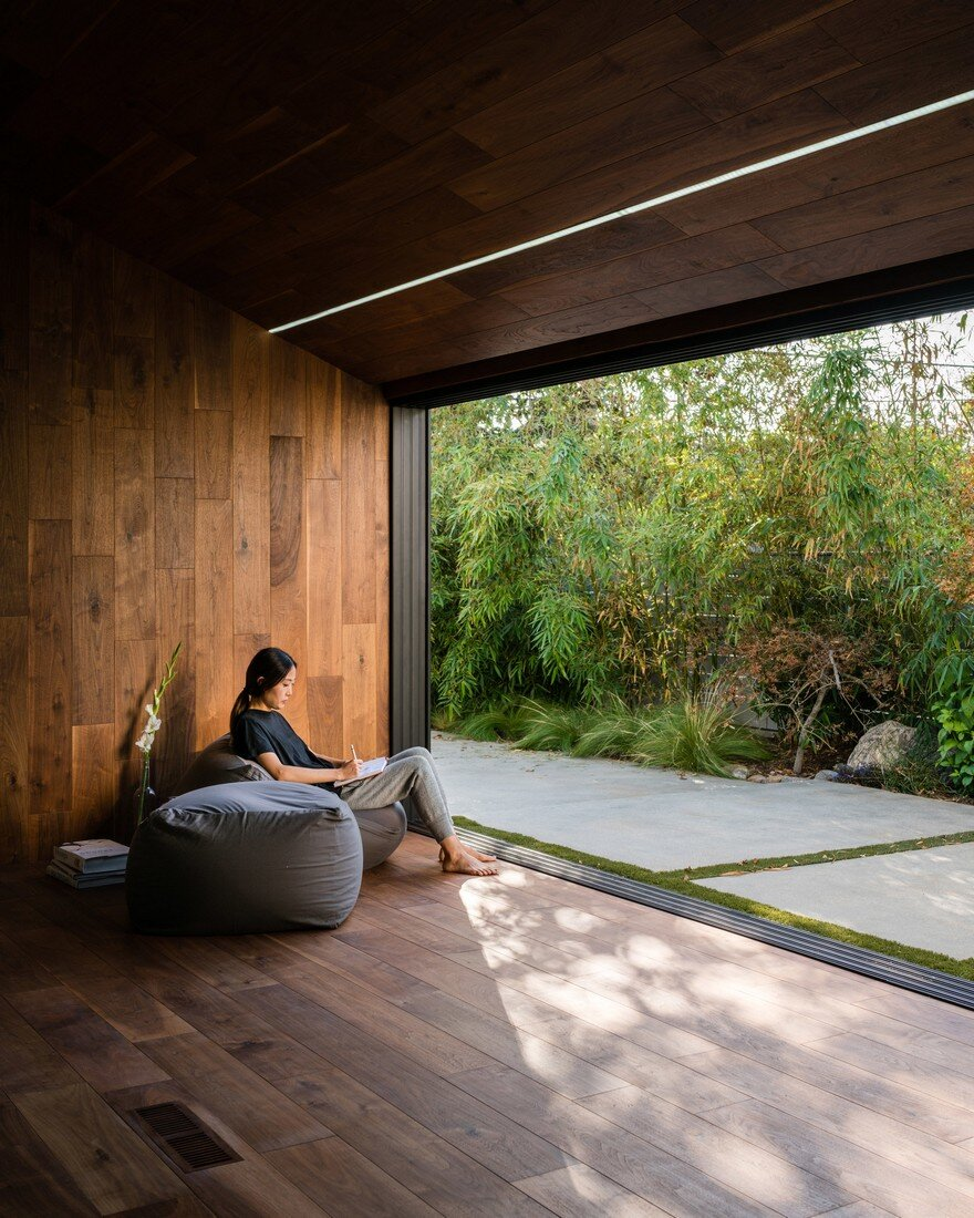HideOut House Features a Minimalist Aesthetics that Highlights Various Artworks 1