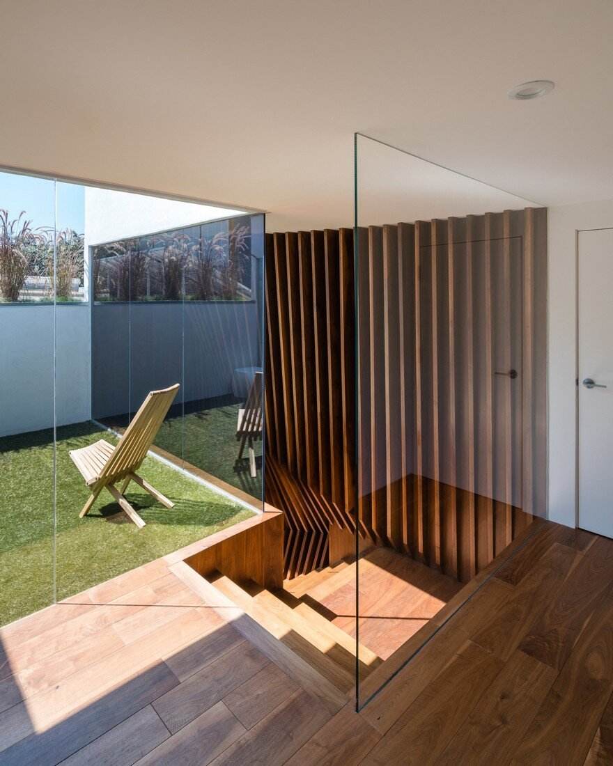 HideOut House Features a Minimalist Aesthetics that Highlights Various Artworks 12