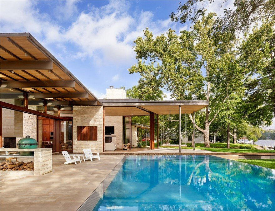 This Lake Austin Residence Offers a Combination of Transparency and Solidity