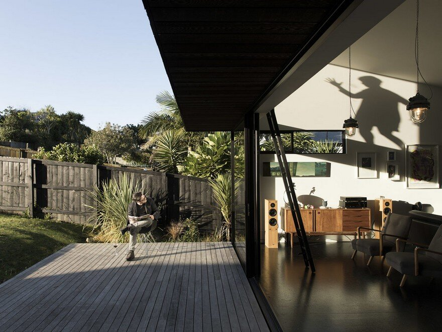Modern Steel-Framed Home With Extensive Views Over Auckland 8
