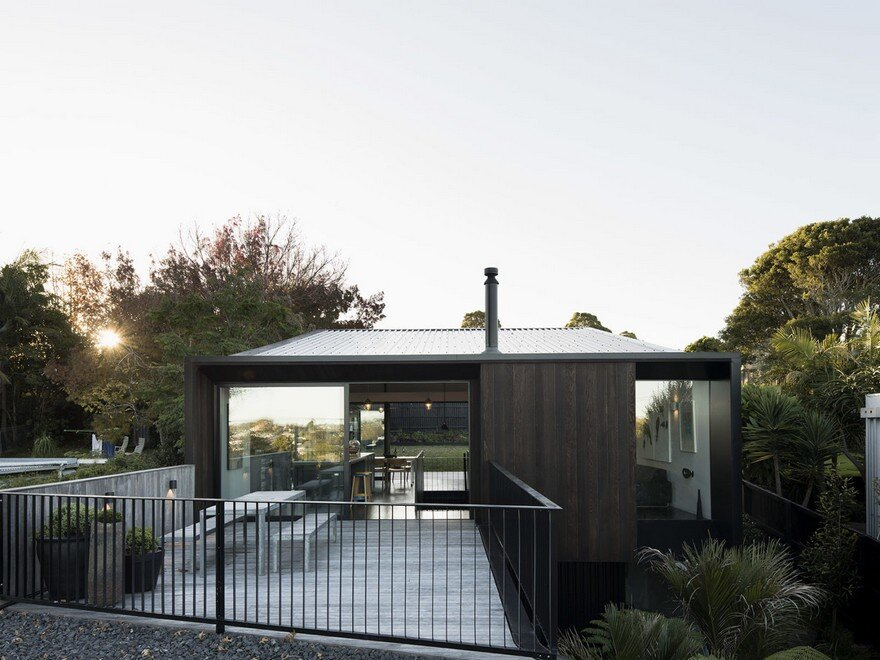 Modern Steel-Framed Home With Extensive Views Over Auckland 7