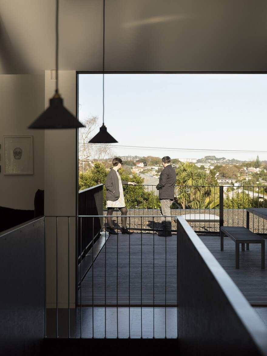 Modern Steel-Framed Home With Extensive Views Over Auckland 6