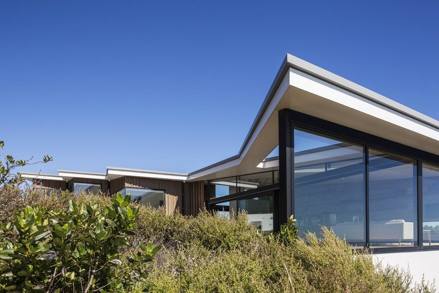 Muriwai Weekend House is Placed at the Edge of a Cliff to Capture the Dramatic Views 14
