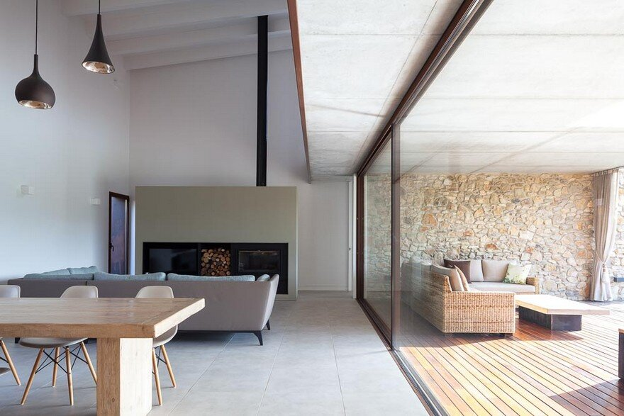 New Catalan House Inspired by the Old Farm Buildings 5