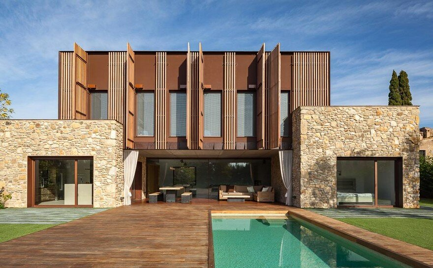 New Catalan House Inspired by the Old Farm Buildings 1