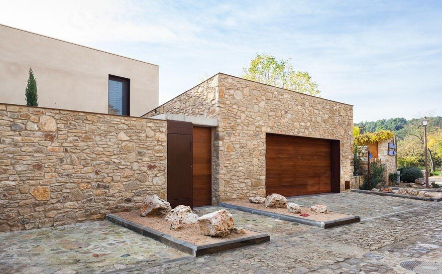New Catalan House Inspired by the Old Farm Buildings 16